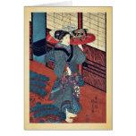 Una camarera que lleva una bandeja por Utagawa, Ku Tarjetón
