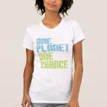Una camisa ambiental de la ocasión del planeta uno