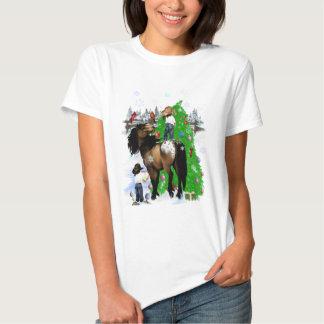 Una camisa del navidad del caballo y del niño