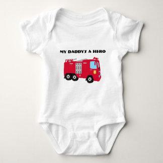 Una camiseta del niño del bombero del héroe de mi