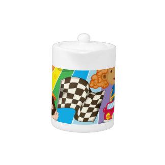 Una carrera de coches en el camino colorido