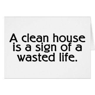 Una casa limpia es una muestra de una vida perdida tarjeta de felicitación