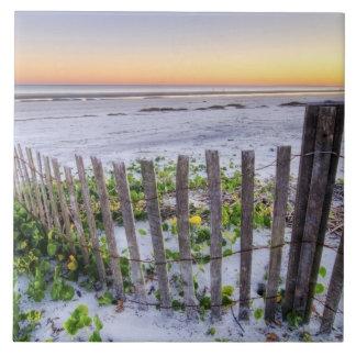 Una cerca de la playa en la puesta del sol azulejos ceramicos
