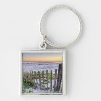Una cerca de la playa en la puesta del sol llavero personalizado