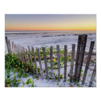 Una cerca de la playa en la puesta del sol impresiones