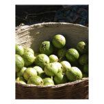 Una cesta por completo de guayabas plantilla de membrete