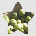 Una cesta por completo de guayabas pegatina forma de estrella personalizadas