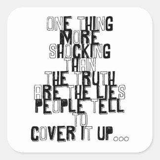 una cosa más impactante que la cita de la verdad pegatina cuadrada