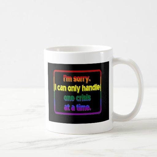 Una crisis a la vez taza de café