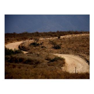 Una curva en la postal del camino