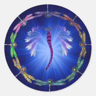 Una danza de la libélula pegatina redonda