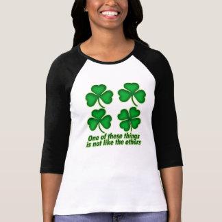 Una de estas cosas no es como las otras… camisetas