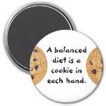 Una dieta equilibrada es una galleta en cada mano imanes de nevera