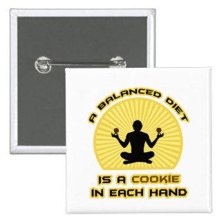 Una dieta equilibrada es una galleta en cada mano pin cuadrado