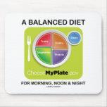 Una dieta equilibrada para el mediodía y la noche  tapete de ratón
