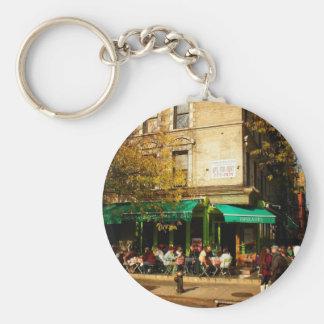 Una escena de la calle en la ciudad del alfabeto,  llaveros personalizados