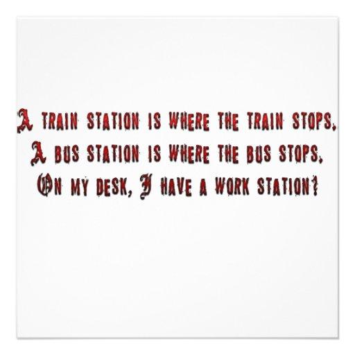 Una estación de tren es donde el tren para invitaciones personales