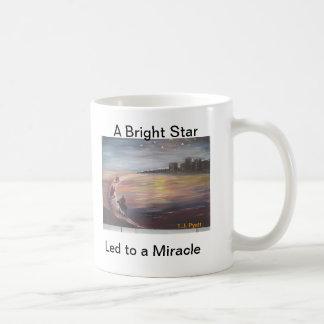 Una estrella brillante llevada a un milagro taza