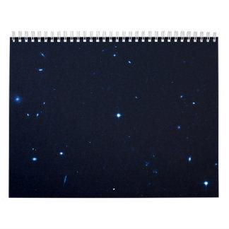 Una estrella que apresura se coge en la cámara de  calendario