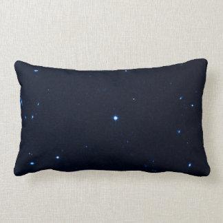 Una estrella que apresura se coge en la cámara de  almohada