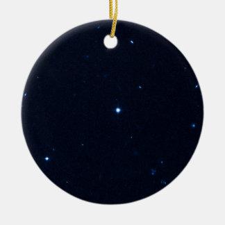 Una estrella que apresura se coge en la cámara de  ornamentos para reyes magos