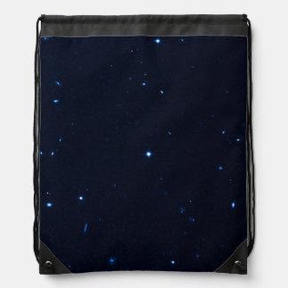 Una estrella que apresura se coge en la cámara de  mochilas