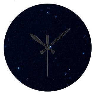 Una estrella que apresura se coge en la cámara de  relojes