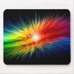 Una explosión del color que raya a través de la ga alfombrilla de ratones
