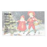 Una familia celebra christmass llevando el christm tarjetas de visita