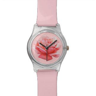 una flor color de rosa rosada reloj