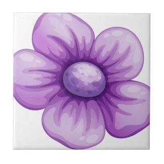 Una flor violeta teja cerámica