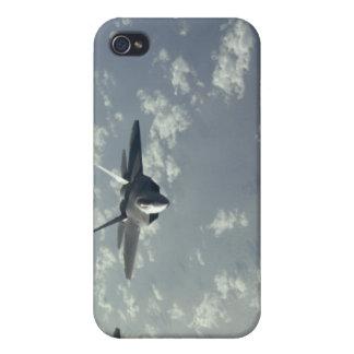 Una formación de la tres-nave de los rapaces F-22 iPhone 4 Fundas
