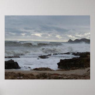Una fotografía tempestuosa del mar póster