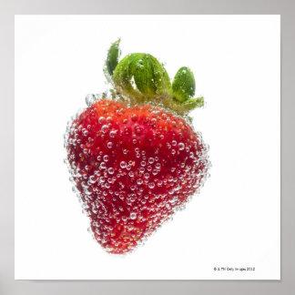 Una fruta orgánica madura jugosa de la fresa sumer póster