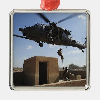 Una fuerza aérea de los E.E.U.U. Pararescuemen Adorno Navideño Cuadrado De Metal