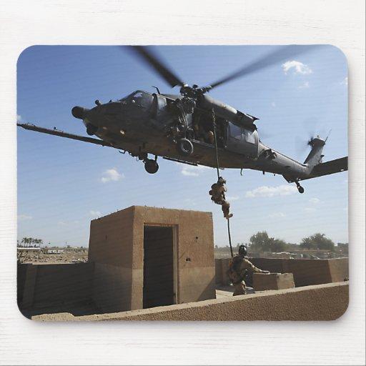 Una fuerza aérea de los E.E.U.U. Pararescuemen Alfombrilla De Ratones