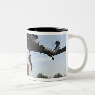 Una fuerza aérea de los E.E.U.U. Pararescuemen Taza De Dos Tonos
