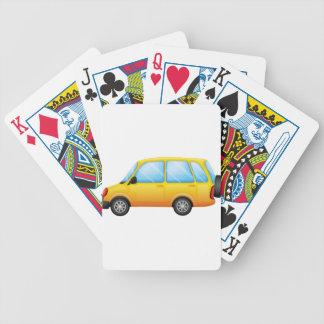 Una furgoneta amarilla baraja cartas de poker