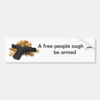 Una gente libre debe ser armada pegatina para auto