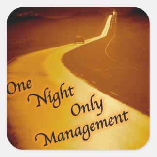 Una gestión de la noche solamente pegatina cuadrada