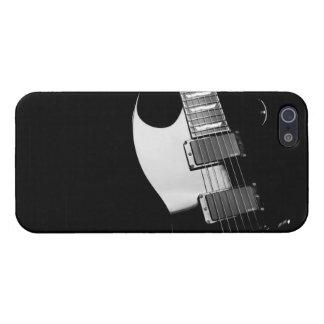 Una guitarra negra iPhone 5 fundas