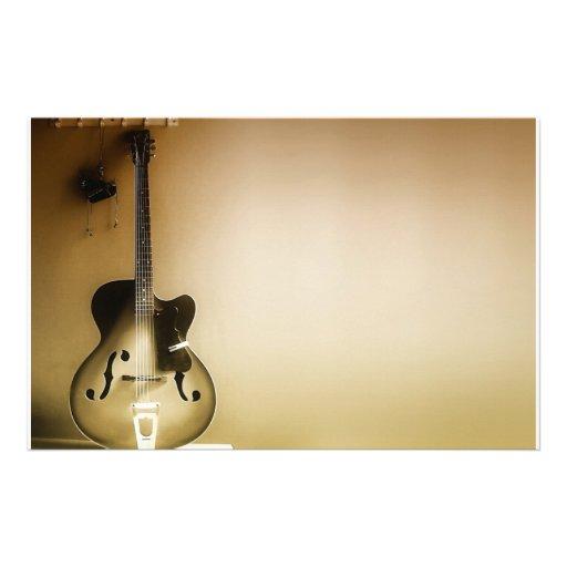 Una guitarra solitaria  papeleria