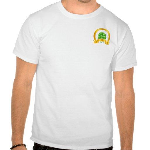 Una herradura de oro afortunada con los tréboles v camisetas