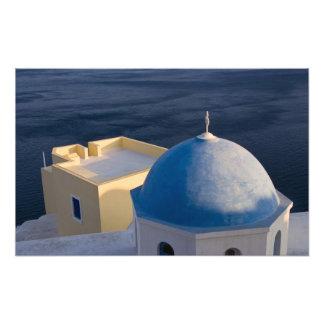Una iglesia ortodoxa cerca del mar, Oia Santorini Cojinete