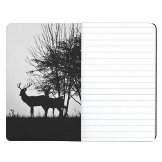 Una imagen de algunos ciervos en la niebla de la m cuaderno