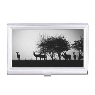 Una imagen de algunos ciervos en la niebla de la caja de tarjetas de negocios