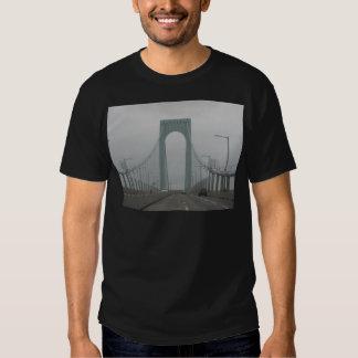 Una imagen hermosa de un puente en Nueva York. Playera