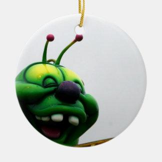 Una imagen justa torpe del paseo de la oruga verde ornamento de reyes magos