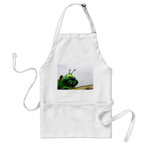 Una imagen justa torpe del paseo de la oruga verde delantal
