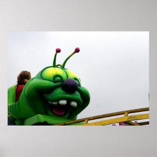 Una imagen justa torpe del paseo de la oruga verde poster